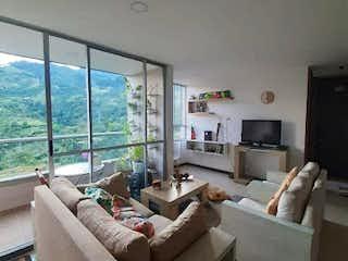 Una sala de estar llena de muebles y una televisión de pantalla plana en URB ARBOLEDA DE LA ESTRELLA