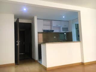 Un cuarto de baño con lavabo y un espejo en Apartamento en venta en Hayuelos Reservado, 68mt con balcon