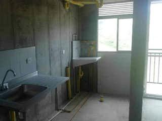 Un cuarto de baño con lavabo y bañera en Apartamento en venta en Casco Urbano Copacabana, de 70mtrs2