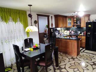 Una habitación llena de muebles y un refrigerador en Apartamento en venta en Barrio Obrero, de 125mtrs2