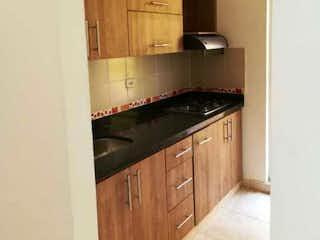 Una cocina con una estufa y un fregadero en Casa en venta en Santa Ana, de 110mtrs2