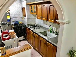 Una cocina con una estufa de fregadero y nevera en Apartamento en venta en Prado, de 56mtrs2