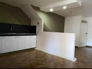 Cocina con nevera y microondas en Casa en venta en Florencia, de 76mtrs2