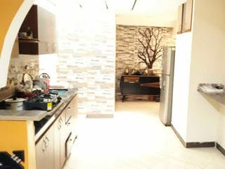 Un cuarto de baño con lavabo y un espejo en Apartamento en venta en Niquía, de 89mtrs2