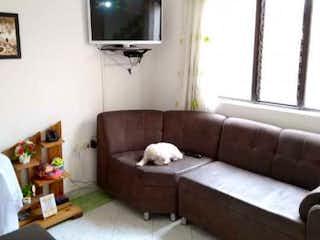 Una sala de estar llena de muebles y una televisión de pantalla plana en Casa en venta en Berlín, de 75mtrs2