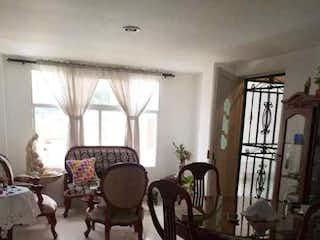 Una sala de estar llena de muebles y una ventana en Apartamento en venta en Casco Urbano Copacabana, de 67mtrs2