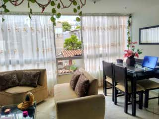 Una sala de estar llena de muebles y una gran ventana en Apartamento en venta en Florencia, de 55mtrs2