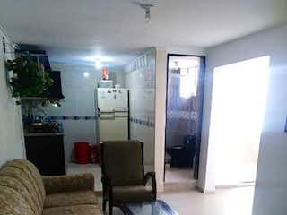 Una sala de estar llena de muebles y una ventana en Casa en venta en Las Brisas, de 76mtrs2