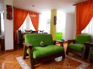 Un sofá verde sentado en una sala de estar en Apartamento en venta en Centro, de 78mtrs2