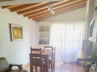 Una sala de estar llena de muebles y un suelo de madera en Apartamento en venta en La Floresta, de 85mtrs2