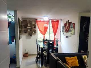 Un cuarto de baño con lavabo y un espejo en Apartamento en venta en San Martín El Ducado, de 54mtrs2
