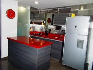 Una cocina con nevera y fregadero en Apartamento para la venta en la loma del Indio