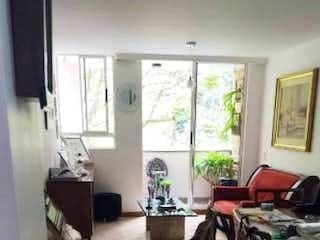 Un par de caballos están de pie en una habitación en Apartamento en venta en El Campestre, 90mt
