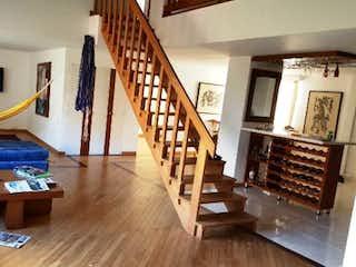 Una sala de estar llena de muebles y un suelo de madera en Apartamento en venta en La Tomatera, 160mt penthouse
