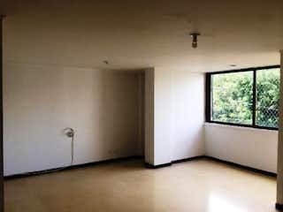 Una habitación que tiene una ventana en ella en Apartamento en venta en Los Balsos, 85mt