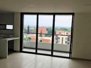 Una vista de una habitación con una puerta corredera de cristal en Apartamento en venta en Rosales de tres alcobas
