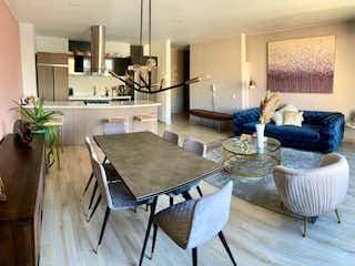 Una sala de estar llena de muebles y una mesa en Apartamento en venta en El Virrey de dos alcobas