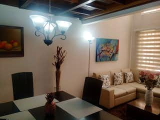 Una sala de estar llena de muebles y una gran ventana en Apartamento en venta en La Felicidad, 74mt duplex