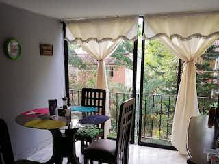 Un comedor con una mesa y sillas en Apartamento en Venta BUENOS AIRES
