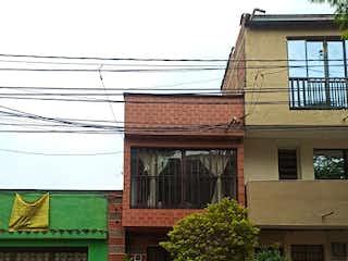 Un edificio de ladrillo con un árbol en frente en Apartamento en venta en La Mansión de 6 alcoba
