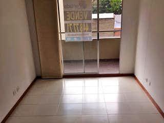 Un cuarto de baño con un inodoro y una ventana en Apartamento en venta en Cuarta Brigada, 82mt con balcon