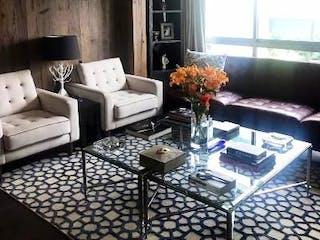Una sala de estar llena de muebles y una mesa en Casa en venta en San Jerónimo Aculco de 234mts