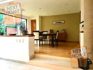 Una sala de estar llena de muebles y una ventana en VENTA CASA CONTADERO inmediato a SANTA FE
