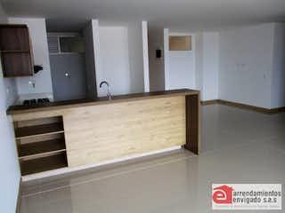 Una cocina con lavabo y microondas en MURANO PLAZA