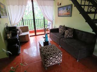 Una sala de estar llena de muebles y una gran ventana en Apartamento en venta en Barrio Buenos Aires, de 90mtrs2