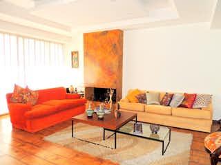 Una sala de estar llena de muebles y una chimenea en Apartamento en ventaarriendo en Santa Bárbara