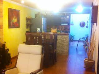 Una sala de estar llena de muebles y una ventana en Casa en venta en Casco Urbano El Carmen De Viboral de 4 habitaciones