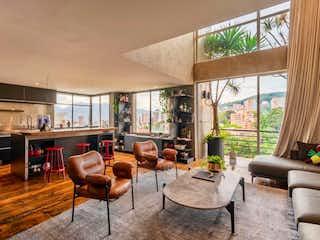 Una sala de estar llena de muebles y una gran ventana en Apartamento en venta en La Tomatera de una habitacion