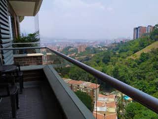 Una vista del horizonte de la ciudad desde una ventana en Apartamento venta San Jose, Envigado, Antioquia