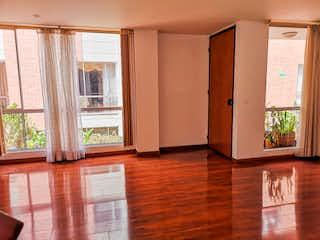 Una habitación que tiene una ventana en ella en Casa en venta en San Antonio Norte, de 137mtrs2