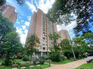 Una vista de una ciudad con un edificio en el fondo en Se vende Apartamento REMODELADO en Suramericana 156 M