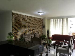 Una sala de estar llena de muebles y una televisión de pantalla plana en Apartamento en venta en Velódromo, 136mt con balcon