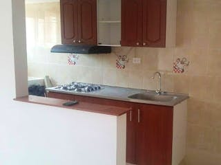 Un cuarto de baño con lavabo y un espejo en Apartamento en venta en Mosquera, 47mt con balcon