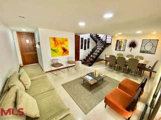 Una sala de estar llena de muebles y una televisión de pantalla plana en Casas De San Fernardo