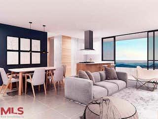 Una sala de estar llena de muebles y una ventana en Tierra Grata Bosque Santo
