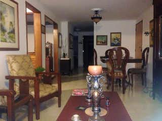 Una sala de estar llena de muebles y una mesa en Apartamento en venta en Velódromo, 90mt