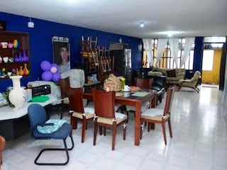 Una sala de estar llena de muebles y una mesa en Casa en venta en Veraguas, de 204mtrs2