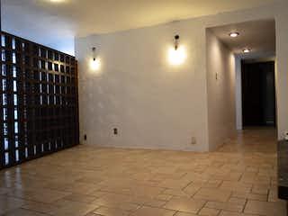 Un cuarto de baño con un inodoro de ducha y lavabo en Comunal 108
