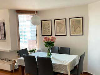 Una sala de estar llena de muebles y una lámpara de araña en Apartamento en venta en La Alhambra, de 87,03mtrs2