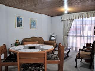 Una sala de estar llena de muebles y una ventana en Venta Apartamento en Verbenal - 3033121