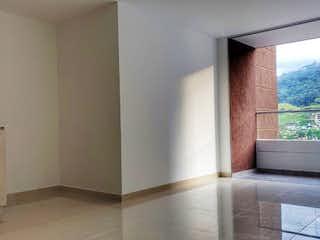 Un cuarto de baño con un inodoro y un lavabo en Apartamento en Venta PRADOS DE SABANETA