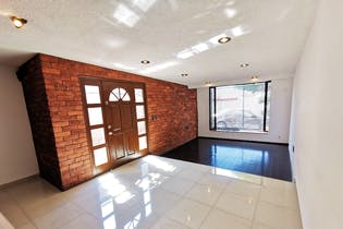 Casa en venta en Valle Dorado de 3 recámaras