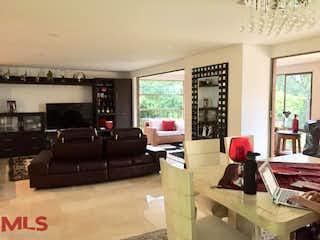 Una sala de estar llena de muebles y una ventana en Rincón Del Bosque