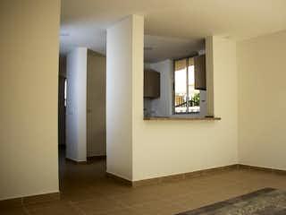 Un cuarto de baño con lavabo y un espejo en Múcura Condominio