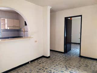 Una cocina con nevera y una ventana en Casa en venta en El Portal, 145mt de dos niveles