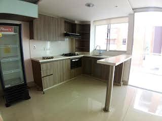 Una cocina con una estufa de fregadero y nevera en Apartamento en venta en Zúñiga, 127mt con balcon